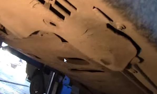 Как снять передний бампер на Рено Логан: видео и фото
