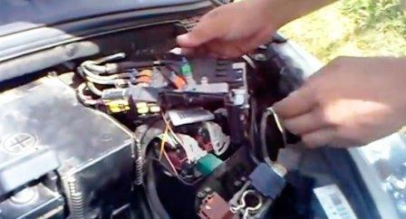 Как закрыть двери без аккумулятора Пежо 308: фото и видео