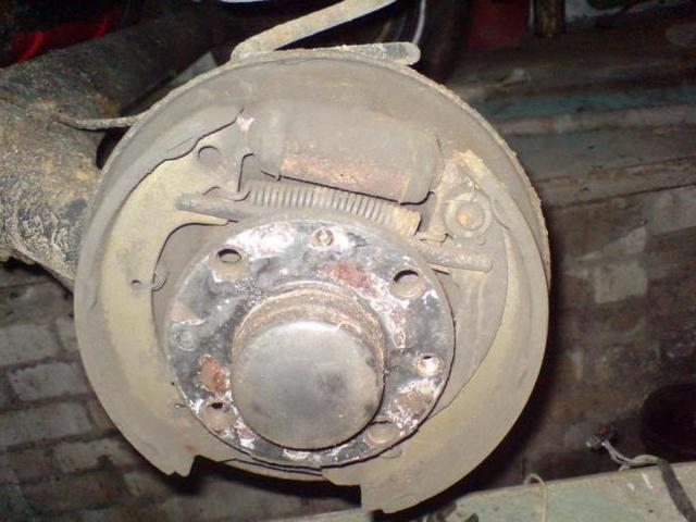 Замена задних тормозных колодок на ВАЗ-2110: фото, видео, выбор