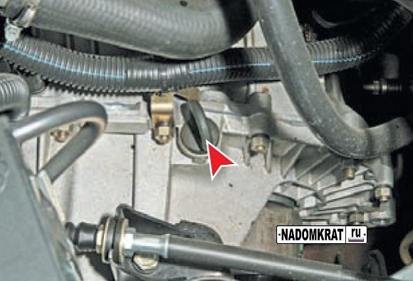 Как залить и долить масло в коробку передач на ВАЗ-2114: фото