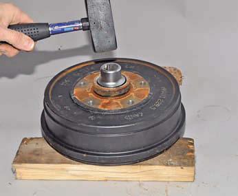 Замена подшипника передней ступицы Рено Дастер: фото и видео