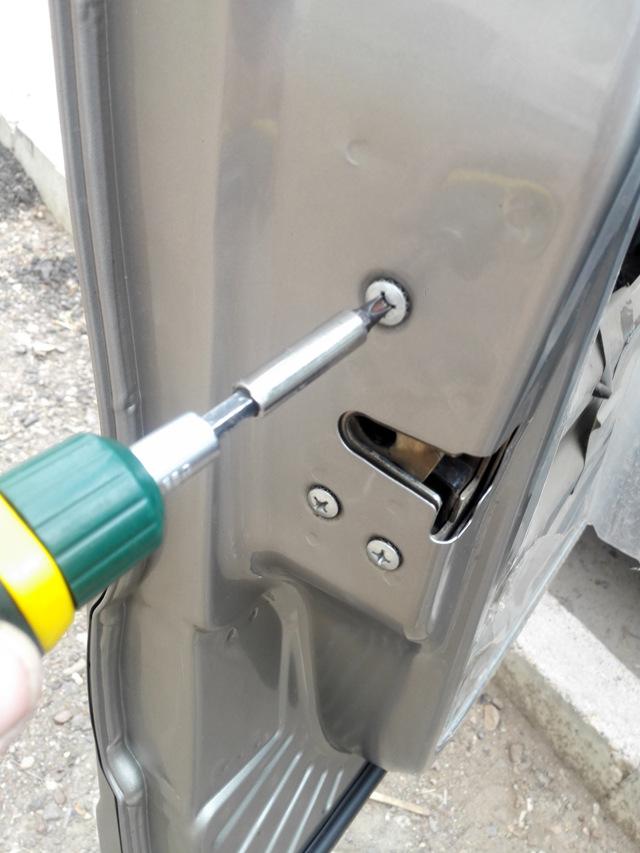 Не открывается водительская дверь на Шевроле Нива: ремонт