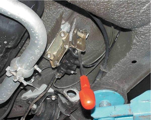 Замена тормозной жидкости на ВАЗ-2112: фото и видео