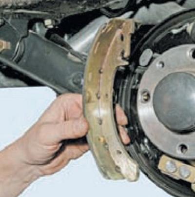 Замена задних тормозных колодок Лада Калина: фото и видео