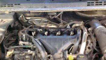 Почему масло в двигателе пахнет бензином: причины, видео