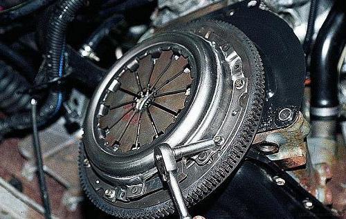 Как снять педаль сцепления на ВАЗ-2110: фото и видео