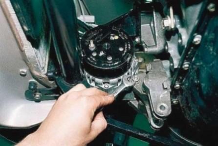 Как снять генератор на ВАЗ-2112 16 клапанов: видео и фото