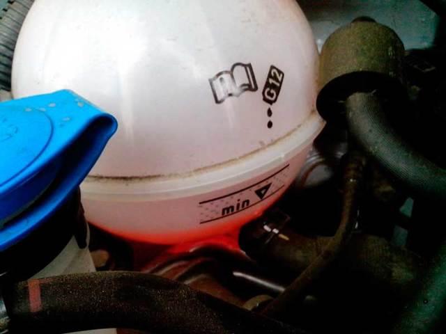 Выдавливает тосол из расширительного бачка на ВАЗ-2110