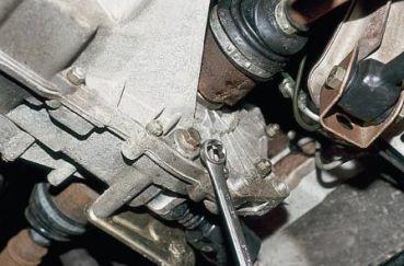 Сколько масла в коробке ВАЗ- 2112 16 клапанов: объём в КПП