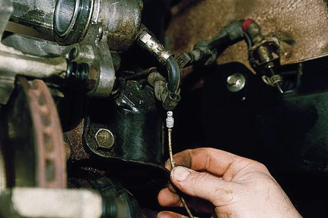Как поменять передние тормозные колодки на ВАЗ-2110: фото, видео