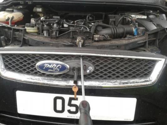 Как открыть капот на Форд Фокус 2 если сломался замок