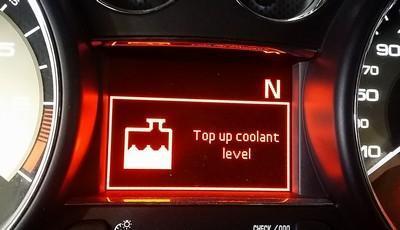 Постоянно работает вентилятор охлаждения на Пежо 308