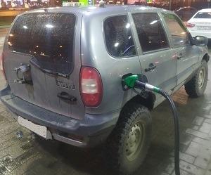 Какой бензин лить в Ниву Шевроле 92 или 95: рекомендации завода
