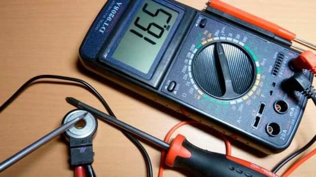 Где находится датчик детонации ВАЗ-2112 16 клапанов: фото