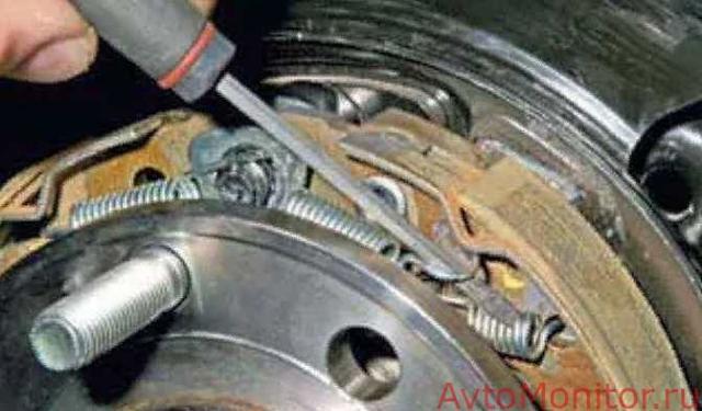 Замена колодок ручника на Шевроле Лачетти: фото и видео