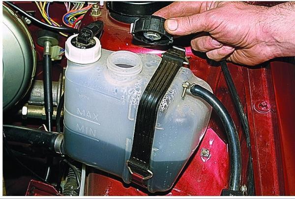 Замена охлаждающей жидкости на ВАЗ-2114: смена тосола, фото, видео