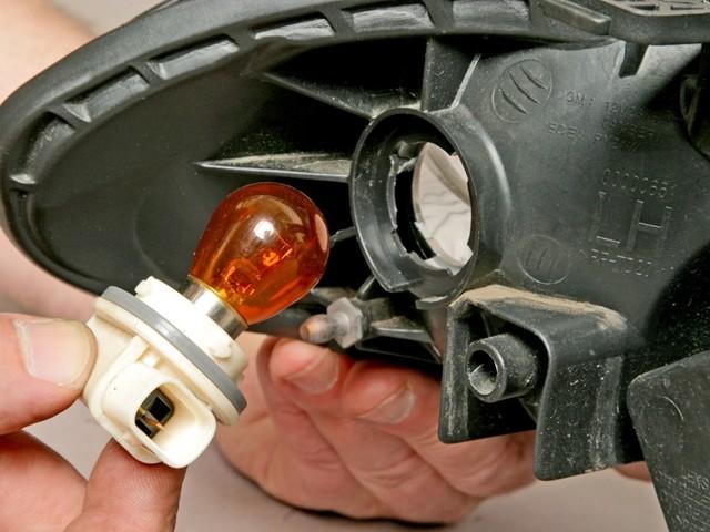 Замена лампочки габаритных огней на Шевроле Лачетти: фото и видео