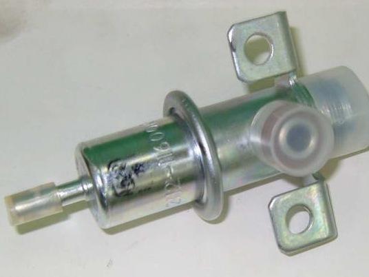 Где находится регулятор давления топлива ВАЗ-2112 16 клапанов