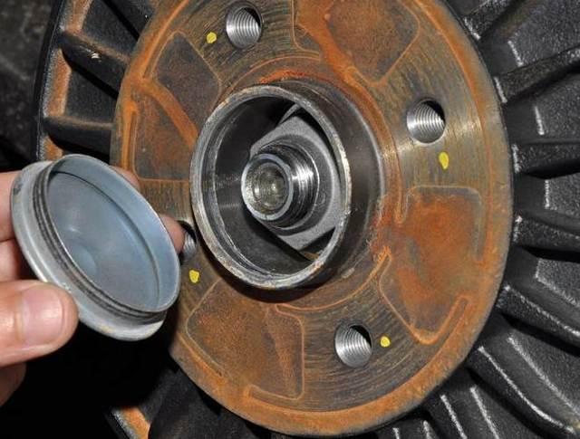 Замена задних тормозных колодок Лада Ларгус: фото и видео