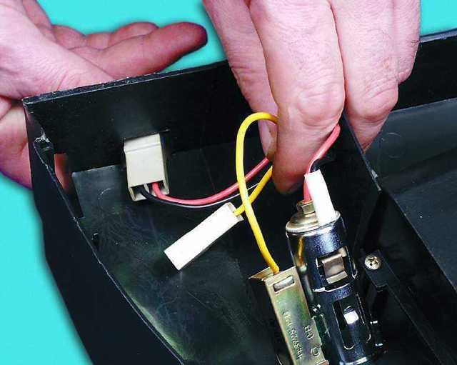 Замена прикуривателя на ВАЗ-2112: фото и видео снятия