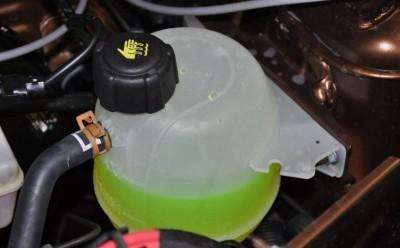 Какая охлаждающая жидкость заливается в Рено Дастер: антифриз?