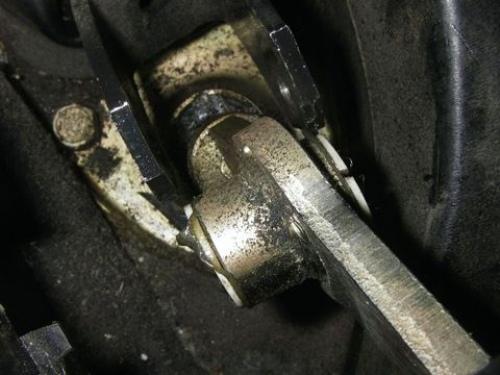 Болтается рычаг КПП на ВАЗ-2114, что делать?