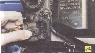 Как снять и разобрать фару на рестайлинговом Форд Фокус 2