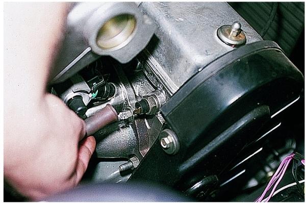 Где находится датчик давления масла на ВАЗ-2114 8 клапанов