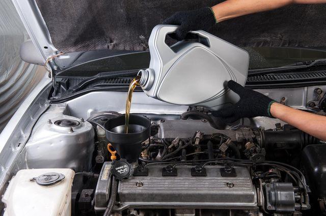Какое масло лучше заливать в двигатель Нива Шевроле