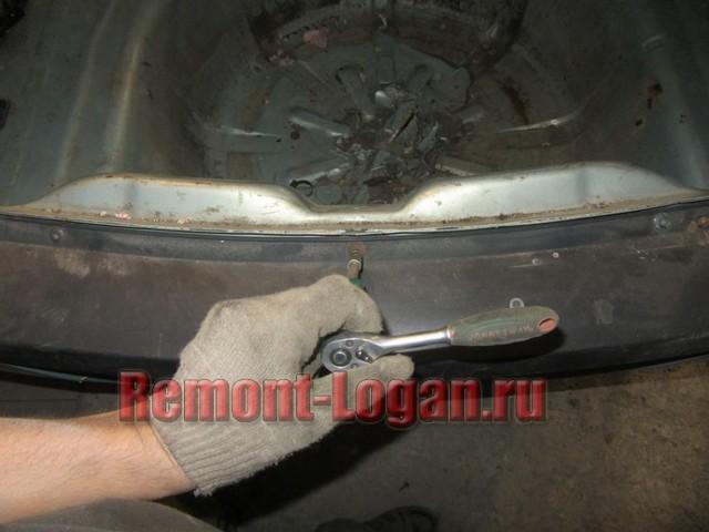 Как снять задний бампер на Рено Логан: видео и фото, крепление