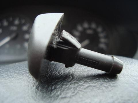 Замена форсунок омывателя лобового стекла Рено Логан: фото, артикулы