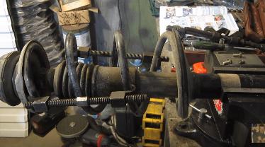 Замена передних стоек амортизаторов на Рено Логан: видео от Логановодов
