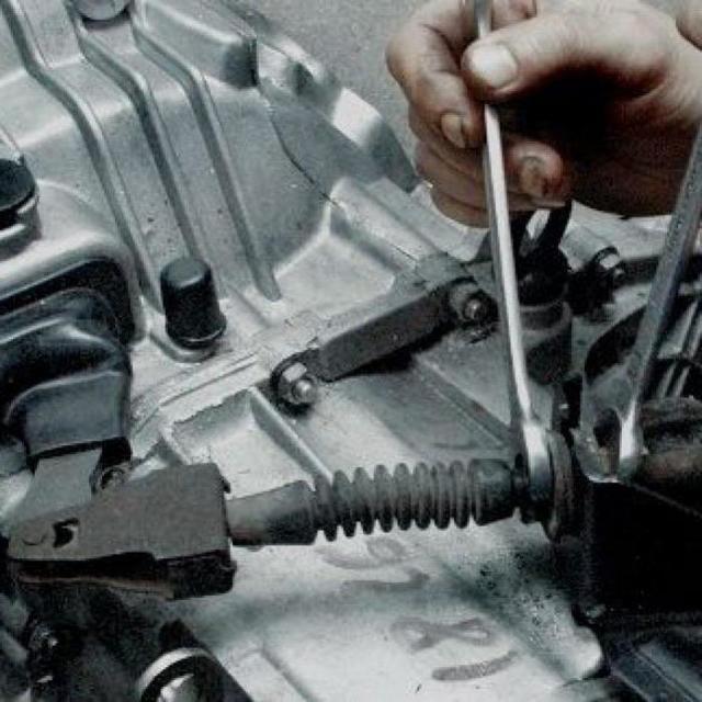Как подтянуть и отрегулировать тросик сцепления ВАЗ-2114: видео