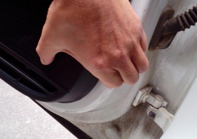 Как снять обшивку водительской двери Фольксваген Поло седан