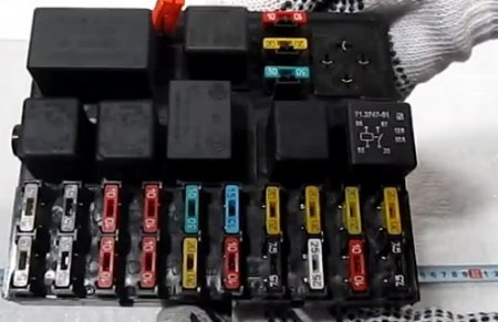 Где на ВАЗ-2112 16 клапанов находится реле бензонасоса: фото