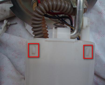 Где находится топливный фильтр на шевроле ланос