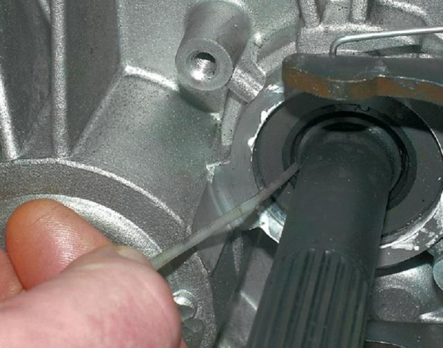 Замена сальника кулисы КПП на ВАЗ-2110: когда необходимо менять?