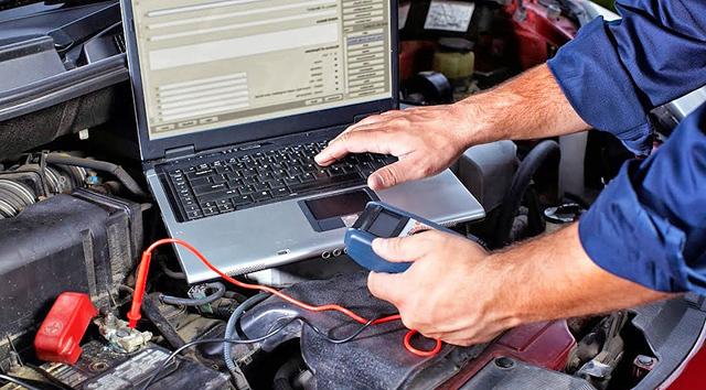 Горит чек двигателя на Рено Логан: причины, как убрать сигнализатор