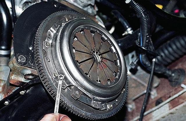 Замена сцепления на ВАЗ- 2110 без снятия коробки: фото и видео