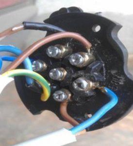 Подключение электрики фаркопа на Рено Дастер: схема розетки
