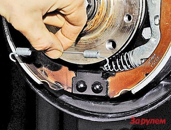 Как снять тормозной барабан на Рено Дастер: фото и видео