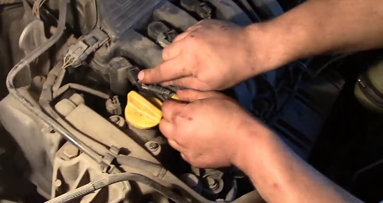Как снять и заменить свечи зажигания на Рено Дастер: фото и видео