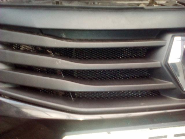 Как снять решетку радиатора на Рено Логан: фото и видео