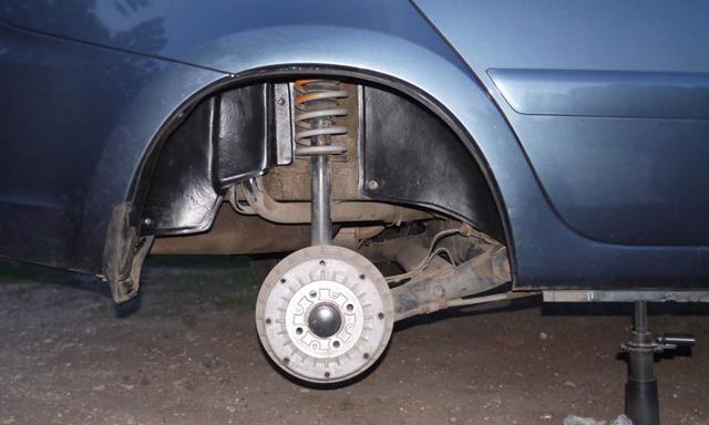 Пластиковый домкрат Лады Гранты в кузове лифтбек: фото и видео