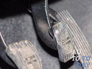 Скрипит педаль сцепления на ВАЗ-2110