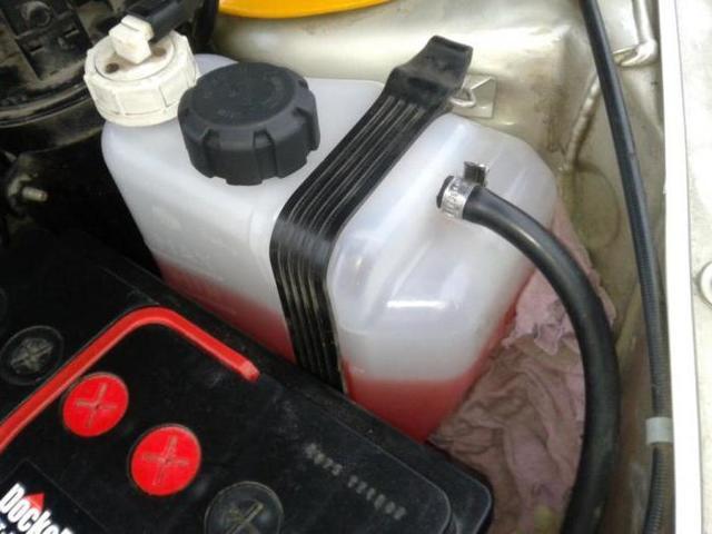 Как слить охлаждающую жидкость (тосол) на ВАЗ-2110