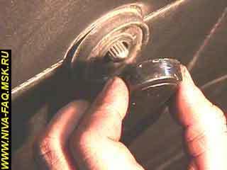 Как снять обшивку передней двери на Шевроле Нива: фото