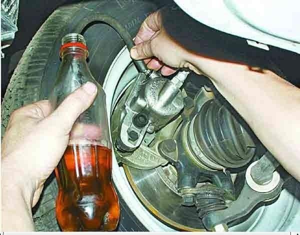 Как правильно прокачать тормоза на ВАЗ-2110: фото и видео