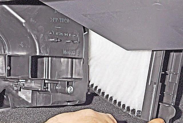 Как заменить салонный фильтр на Рено Дастер: фото и видео