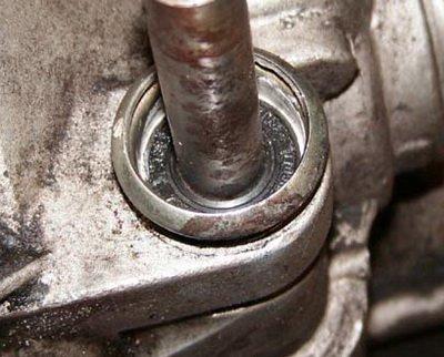 Как заменить сальник привода коробки передач на ВАЗ-2114: фото